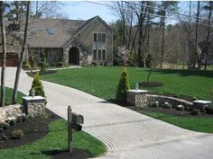 Charming Country Home Driveways, Natural Driveway Landscaping Ideas - Hof Ideen Driveway Entrance Landscaping, Brick Driveway, Driveway Design, Country Landscaping, Home Landscaping, Driveway Ideas, Circular Driveway, Landscaping Borders, Inexpensive Landscaping