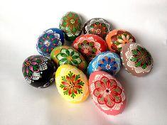 Conjunto de 11 mano decoradas colores pintado huevos de Pascua de pollo, huevo de gallina de Pinhead eslavo tradicional de la cera, Kraslice, Pysanka