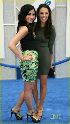 Demi Lovato & Chloe Bridges  aka me dying cos i just saw perfection.