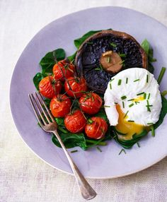 Poached Eggs with Spinach, Portabello Mushroom and Vine Tomatoes by dailymail.co.uk: Research recently found that people who consume egg protein for breakfast are more likely to feel full during the day than those whose breakfasts contain wheat protein. It's the combination of plants and proteins that makes this dish such an ideal choice. That and the delicious taste — all for obligingly few calories (124 with 1 egg, 199 with 2) #Breakfast #Healthy #Light #Egg