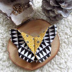 Broche papillon origami n°43 en tissu imprimé graphique noir et blanc et tissu japonais : Broche par nymeria-creation