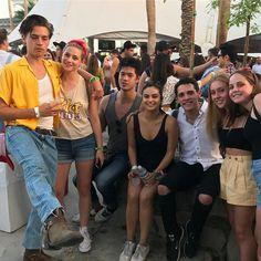 Riverdale cast at coachella 2017 💕 Watch Riverdale, Bughead Riverdale, Riverdale Funny, Riverdale Memes, Betty Cooper, Alice Cooper, Archie Comics, Zack E Cold, Johnny Depp