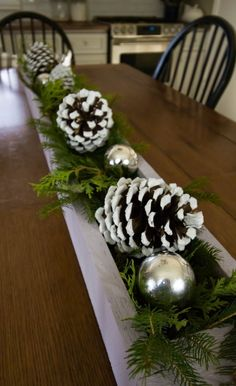 Christmas decorating ideas for the kitchen! Lots of easy do-able tips! Kitchen Decor Ideas Christmas Decorating doable Easy ideas Kitchen Lots Tips Christmas Entryway, Diy Christmas Cards, Diy Christmas Ornaments, Christmas Time, Christmas Pine Cones, Silver Christmas Decorations, Natural Christmas, Beautiful Christmas, Simple Christmas