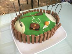A Harry Potter Quidditch cake! I'm so making this for my next birthday! A Harry Potter Quidditch cake! I'm so making this for my next birthday! A Harry Potter Quidditch cake! I'm so making this for my next birthday! Harry Potter Quidditch, Harry Potter Motto Party, Harry Potter Bday, Harry Potter Birthday Cake, Harry Potter Food, Harry Potter Torte, Jarry Potter, New Cake, Themed Cakes