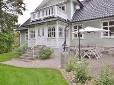 Vackert sekelskifteshus kan bli ditt | Lantliv.com Porch Veranda, Cosy House, Swedish House, House With Porch, Wooden House, Scandinavian Home, House Goals, Exterior Doors, Architecture Details