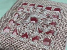 Would love to learn this stitch and pattern! Hand Embroidery Flower Designs, Hand Embroidery Videos, Hand Embroidery Stitches, Ribbon Embroidery, Cross Stitch Embroidery, Embroidery Patterns, Machine Embroidery, Crochet Hook Set, Drawn Thread