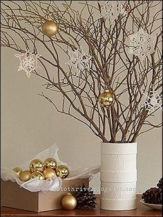 5 DIY vintage dekor, amivel a Jézuskát várhatod Diy Christmas Tree, Christmas Projects, Winter Christmas, Christmas Branches, Christmas Lights, Holiday Centerpieces, Xmas Decorations, White Centerpiece, Centerpiece Wedding