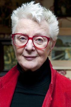 De schrijfster van dit boek is Carry Slee is 65 jaar, al best oud. Ze is een Nederlandse kinderboeken schrijfster. Het eerste boek van Carry Slee kwam uit in 1989. Carry Slee woont in bergen samen met haar man en 2 kinderen.