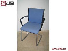 """Conjunto de DOS sillas de segunda mano, de estructura metálica de color gris, con brazos y tapizadas en tela azul de la marca """"Steelcase"""". PVP: 90€."""