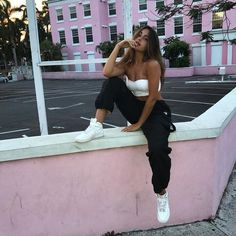 Imagen de girl, claudia tihan, and pink Poses Pour Photoshoot, Natural Photoshoot, Fitness Photoshoot, Claudia Tihan, Shotting Photo, Cute Poses For Pictures, Foto Casual, Instagram Pose, Instagram Baddie