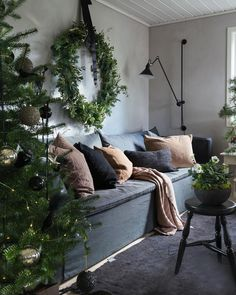 I like that lamp Christmas Greenery, Noel Christmas, Rustic Christmas, Christmas Wreaths, Christmas Decorations, White Christmas, Holiday Decor, Space Saving Furniture, New Home Designs