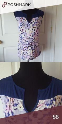 88f6cda0e1769 Floral Sleeveless Top Soft floral top with crepe-like fabric for the neck  and shoulders