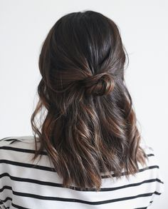 When Christmas morning comes, throwing on plaid pajamas and a cozy cardigan is a no brainer. But hair is another story—you do...