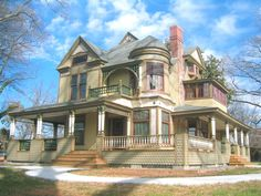 Victorian Queen Anne - Hickory History Center by Historic House Colors