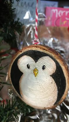 Painted Christmas Ornaments, Christmas Ornament Crafts, Wood Ornaments, Diy Christmas Ornaments, Christmas Art, Christmas Projects, Holiday Crafts, Penguin Ornaments, Penguin Christmas Decorations