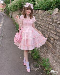 Maybe one day a boy can hang out with girls and be a Lolita just like them. Style Lolita, Mode Lolita, Kawaii Fashion, Lolita Fashion, Cute Fashion, Frilly Dresses, Pretty Dresses, Girls Dresses, Girly Outfits