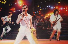 freddie mercury and band performing live | Musicaltopia