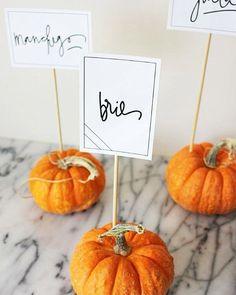 """""""Sezon na dynię rozpoczęty #slubnynieporadnik #slub #wesele #winietki #placecards #instawedding #instaslub #autumn #jesen #fallwedding #orange #pumpkin…"""""""