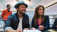 Greg Vaughan Photos - Greg Vaughan and Kristian Alfonso autograph a book during the Days of Our Lives book signing at Barnes and Noble on October 2015 in Dallas, Texas. - 'Days of Our Lives' Book Signing - Barnes and Noble, Dallas Kristian Alfonso, Greg Vaughan, Casting Pics, Days Of Our Lives, Book Signing, Book Of Life, Sexy Men, It Cast, Handsome