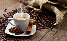 hergebruik Gemalen koffie,- 2 eetlepels gemalen koffie  - 2 eetlepels yoghurt  - 1 eetlepel honing.   Meng de ingrediënten en  masseer zachtjes je gezicht met de pasta. Laat 10 minuten intrekken en spoel met warm water. Het masker helpt de de poriën te openen en verwijdert overtollige vet.