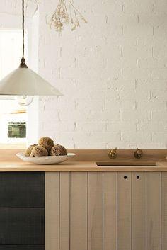 Una cocina de estilo rústico actualizado, por Sebastian Cox   Etxekodeco