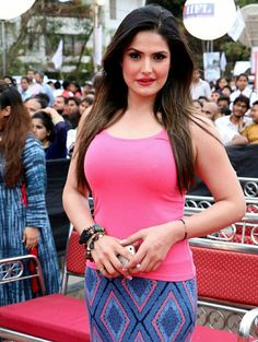 Zarine Khan Picture Gallery image # 340080 at World Environment Day Event By Bhamla Foundation containing well categorized pictures,photos,pics and images. Hindi Actress, Bollywood Actress Hot, Beautiful Bollywood Actress, Indian Bollywood, Bollywood Fashion, Pakistani Actress, Beautiful Red Dresses, Beautiful Girl Indian, Most Beautiful Indian Actress