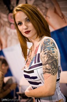 and Vader: The Lighter Side of the Force: 33 Insane Star Wars Tattoos Wicked Tattoos, Sexy Tattoos, Girl Tattoos, Tattoos For Women, Tatoos, Tattooed Women, Meninas Star Wars, Rose Tattoo Black, Dark Rose