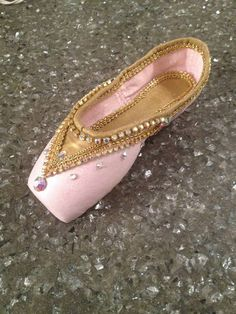 Nutcracker Sugarplum Fairy/Dewdrop Fairy by TrinaToppers on Etsy Pointe Shoes, Toe Shoes, Ballet Shoes, Dance Shoes, Ballet Crafts, Shoe Crafts, Cinderella Costume, Ballet Clothes, Little Ballerina