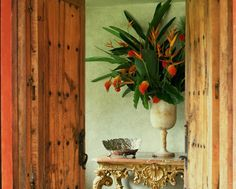 Using Decor to Give Your Front Door Good Feng Shui: If you cannot use colour to bring better feng shui to your front door, be sure there are several other decor solutions to help you create a good, strong feng shui front door.