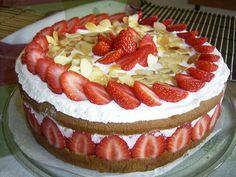 fraisier cake, genoise, pastry cream, berries, italian meringue toasted... Italian Meringue, Italian Pastries, Cheesecake, Berries, Toast, Pie, Cream, Cooking, Desserts