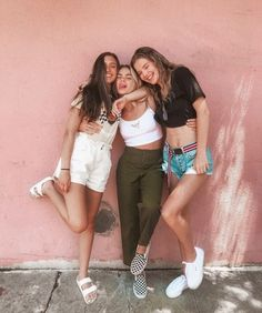 ❥ ᏸєℓℓє идеи для фото fotos amigas, sesión de fotos amigas и fotos Photo Best Friends, Best Friend Photos, Cute Friends, Best Friend Goals, Best Friends Forever, Friends Shirts, Three Friends, Bff Poses, Friend Poses
