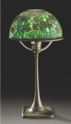Lampara de mesa de entramado de hojas de parras Louis Comfort Tiffany