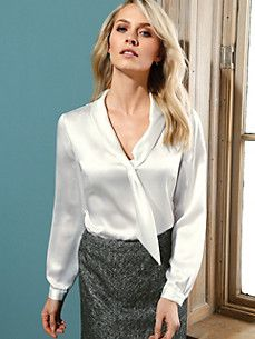 satin blouse in 2019 eşarp, bluz, etek. Blouse Sexy, Blouse And Skirt, Blouse Outfit, Blouse Dress, Sexy Bluse, Moda Zara, Satin Bluse, Pencil Skirt Black, Pencil Skirts