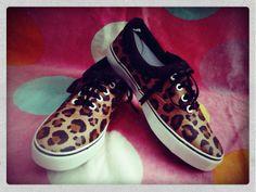 Zapatillas pintadas de leopardo