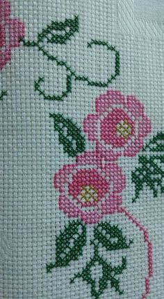 This Pin was discovered by dil Cross Stitch Borders, Cross Stitch Flowers, Cross Stitch Designs, Cross Stitch Patterns, Palestinian Embroidery, Crochet Bedspread, Prayer Rug, Crewel Embroidery, Origami