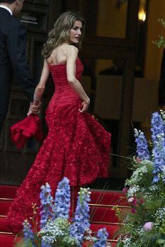 Letizia of Spain - romántico rojo / romantique rouge