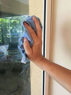 Best Way To Clean Windows And Mirrors Window Cleaner Cleaning Cleaning Hacks