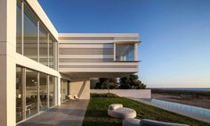 A House by the Sea by Pitsou Kedem Architects (21)
