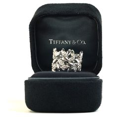 Pre-Owned Tiffany & Co Paloma Picasso Olive Leaf Band Ring (119.280 RUB) ❤ liked on Polyvore featuring jewelry, rings, velvet jewelry, preowned rings, olive green jewelry, tiffany co rings and leaf rings