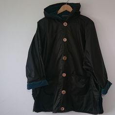 Great for a 'soft' day. A fleece Poncho with showerproof outer and fleece inner. One of those pieces of clothing you always want to have in the car, certainly in Ireland.