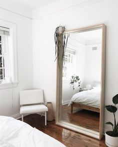 How To Find Quality Living Room Furniture Big Mirror In Bedroom, Mirror Room, Large Mirrors, Master Room, Minimalist Room, Home Interior Design, Room Inspiration, Home Furnishings, Living Room Furniture