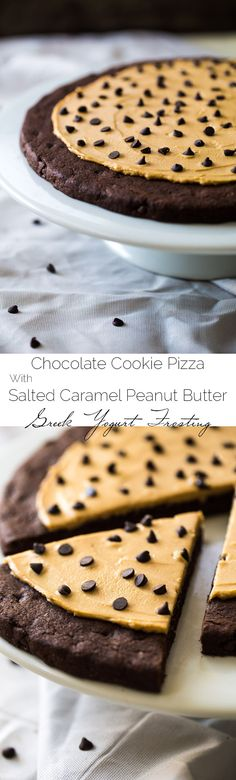 Skinny Chocolate Peanut Butter Cookie Pizza -Ready in 25 mins, gluten free, no butter or oil and made with Greek yogurt! looks so yummy! Dessert Sans Gluten, Gluten Free Sweets, Dessert Simple, Chocolate Peanut Butter Cookies, Peanut Butter Recipes, Baking Recipes, Cookie Recipes, Dessert Recipes, Free Recipes