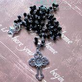 Musta rosario - Helmipaikka Oy - Joka päivä on korupäivä - Tea Design ristit