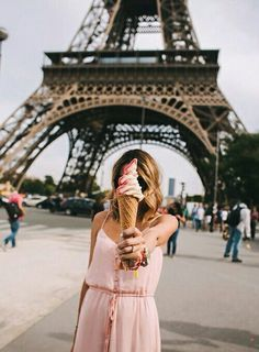 ice cream | Paris | dessert | Eiffel Tower | visit | travel | sightsee | explore | roam | spring / summer
