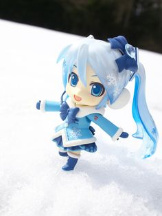 Snow Miku: Fluffy Coat Ver. figure photo by reonov.  I want this figure so bad
