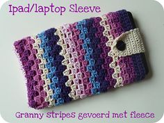 The Home Project: Tutorial Ipad / laptop sleeve I just LOVE the colors! Crochet Case, Crochet Purses, Love Crochet, Diy Crochet, Crochet Crafts, Crochet Stitches, Crochet Patterns, Crochet Things, Crochet Ideas