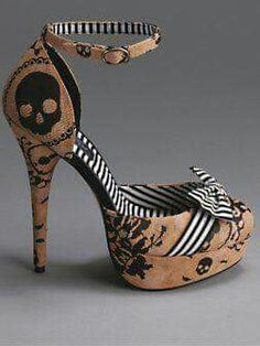 Footwear to die for! Women's Shoes, Skull Shoes, Platform Shoes, Me Too Shoes, Shoe Boots, Pretty Shoes, Beautiful Shoes, Cute Shoes, Dream Shoes