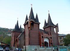 kolozsvar templom Green Building, Barcelona Cathedral, Art Deco, Architecture, Design, Mosque, Temples, World, Arquitetura
