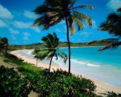 Würdest Du hier mit Deinem Chef telefonieren wollen oder seine E-Mails beantworten?  Viele machen das – denn bei vielen geht der Chef mit an den Strand: Leute, die im Urlaub arbeiten, verbringen damit täglich fast eine Stunde, wie unsere Umfrage zeigt http://blog.lastminute.de/urlaubsarbeiter-2013/