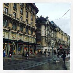 Au menu aujoudhui: Genève sous la pluie.  #rainy #tourismintherain #rain #geneva #switzerland #travel #travelgram #photooftheday #instatravel #city #wanderlust #explore